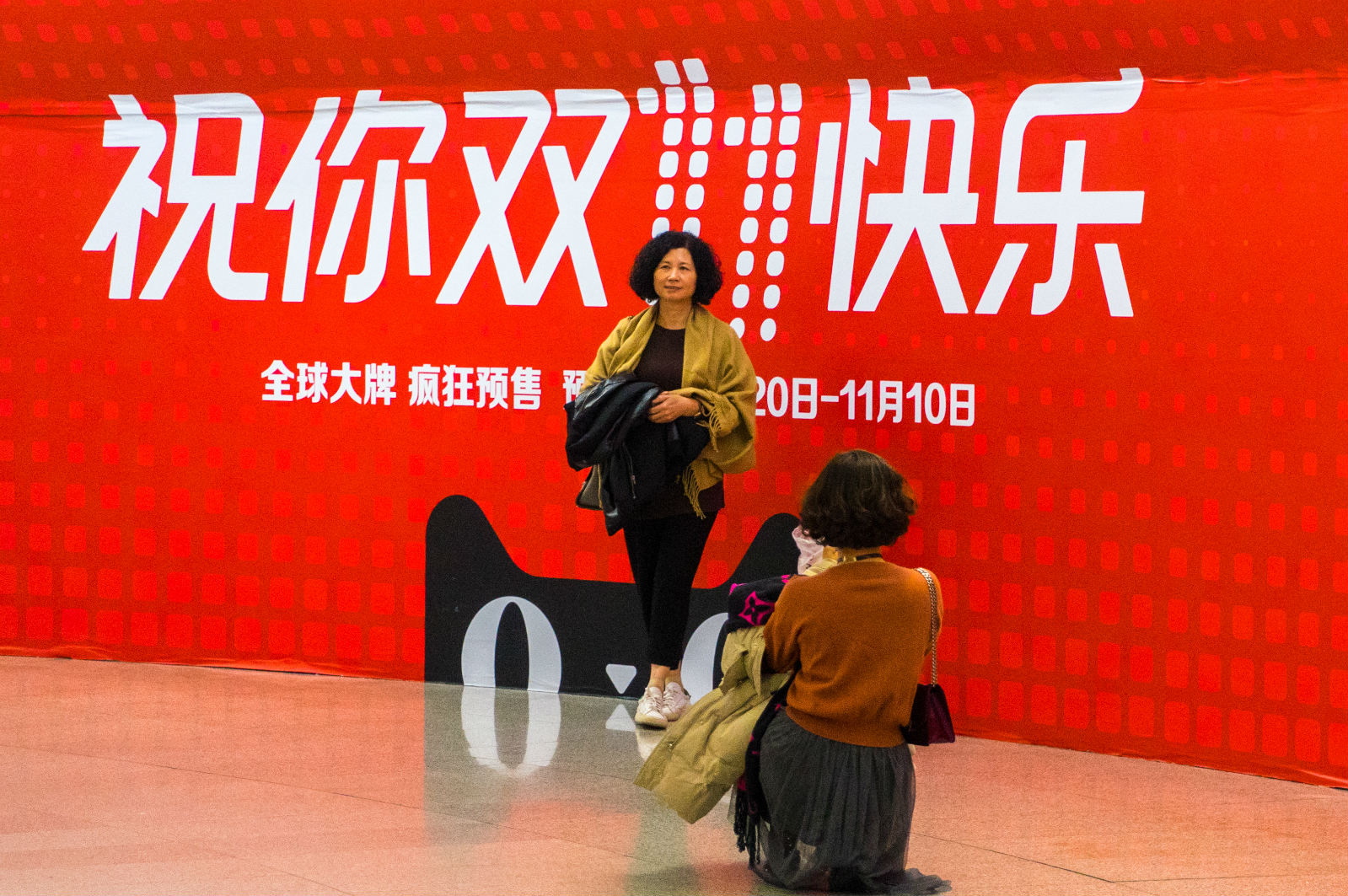 天猫双11全球狂欢节现身北京多个地铁站,路人求合影_meitu_1